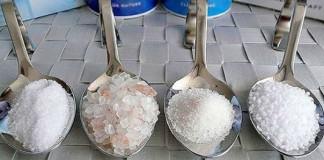 Какую химию добавляют в соль?