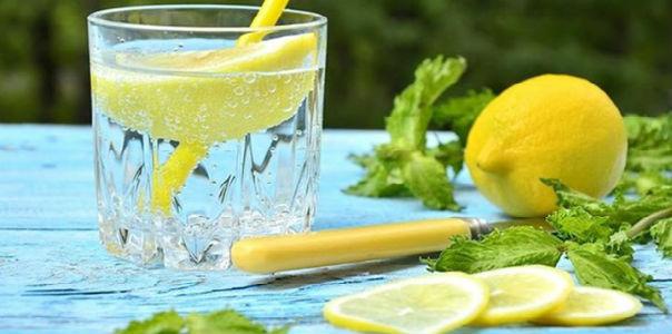20 причин пить лимонную воду